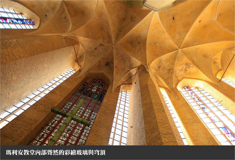 瑪利安教堂內部聳然的彩繪玻璃與穹頂