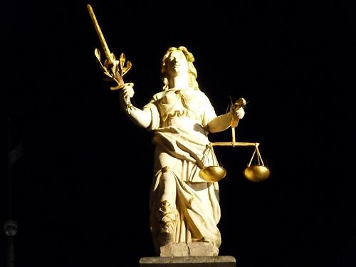 Estatua de la Justicia en Gdansk