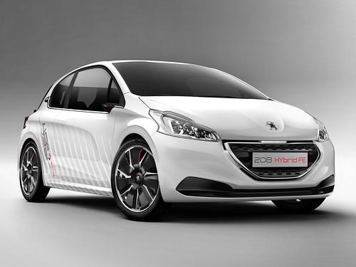 Peugeot 208 HYbrid FE попадет в серию