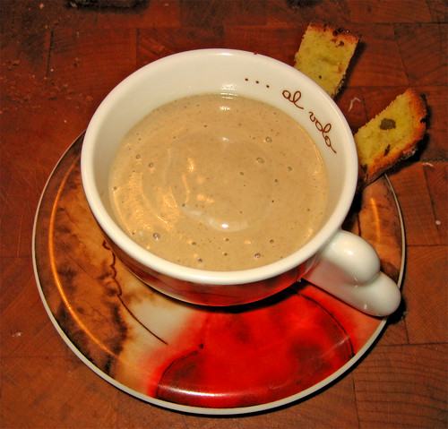 Cappuccino di funghi e pan brioche ai capperi e peperoncino by fugzu