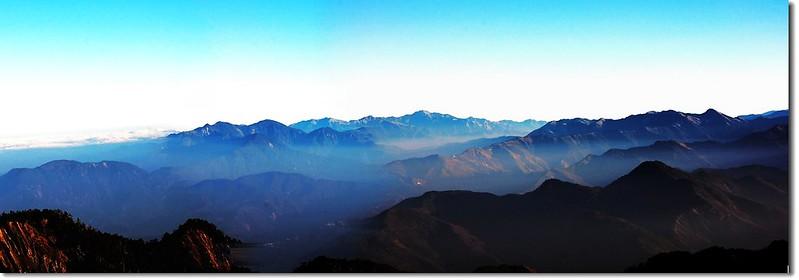 三叉峰營地北望