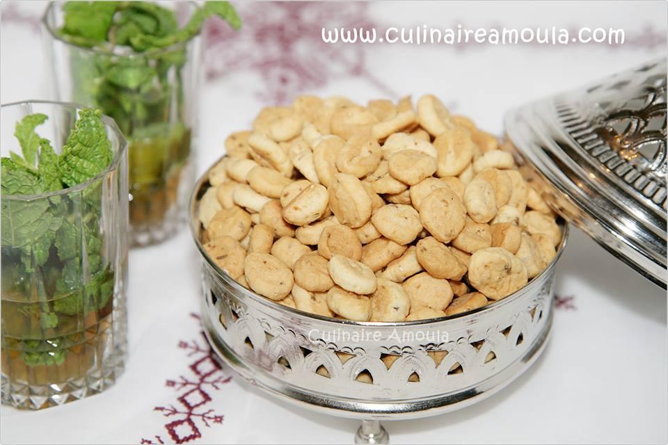 Fekakess d'Achoura à l'anis et graines de sésame  http://www.culinaireamoula.com/article-fekakess-a-l-anis-et-graines-de-sesame-recette-d-achoura-120958291.html