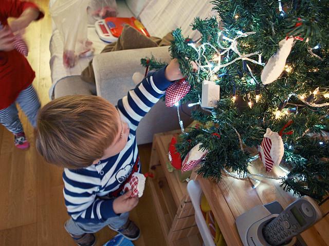 48/52 Decorando el árbol de Navidad