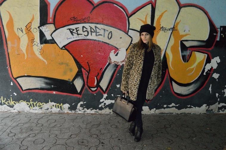 Lara-vazquez-madlula-blog-fashion-chic-style-leo-coat-black-outfit