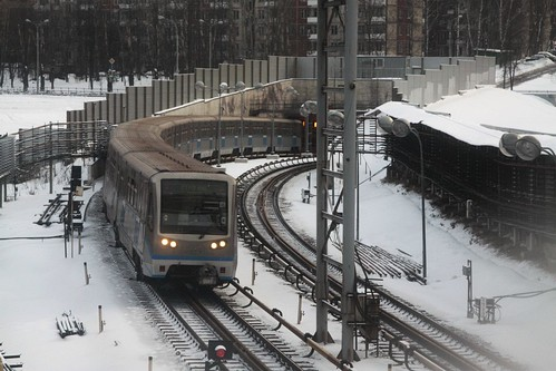 Moscow Metro train on line 3 arrives at Кунцевская (Kuntsevskaya) station