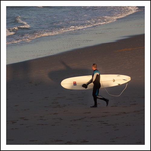 met de surfplank by hans van egdom