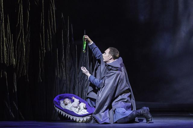 Bennet Gartside as Antigonus in The Winter's Tale, The Royal Ballet, © ROH / Johan Persson 2014