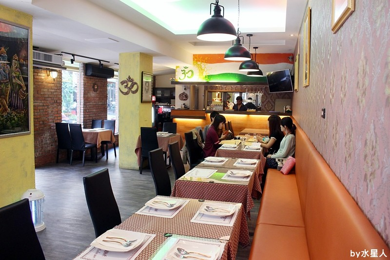 30259095413 706d8deb74 b - 熱血採訪 | 台中西區【斯里瑪哈印度餐廳】印度人開的全印度料理,正宗道地美味,推薦必點印度烤餅、印式棒棒腿