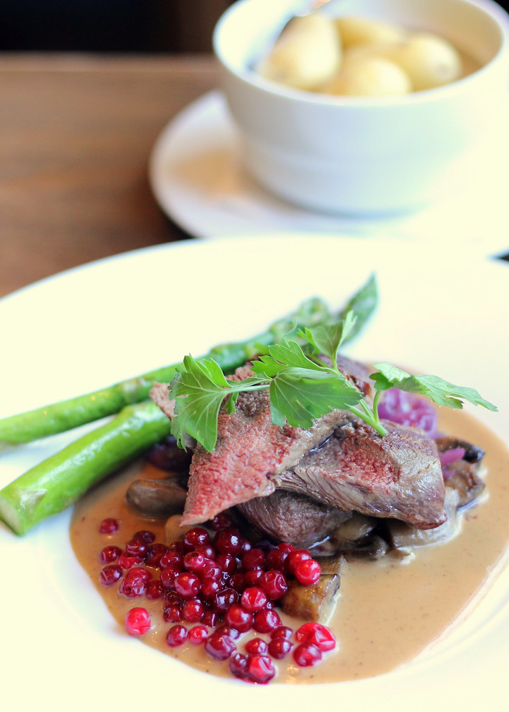 bryggeloftet-and-stuene-restaurant-reindeer-fillet