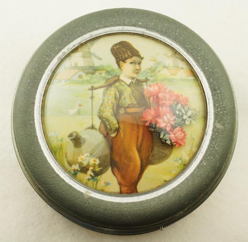 RD15027 Vintage Wind Up Music Powder Trinket Box Dutch Boy Round Aluminum DSC06782
