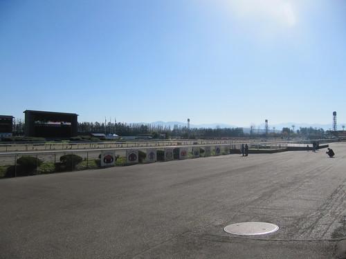 金沢競馬場の走路前の空間