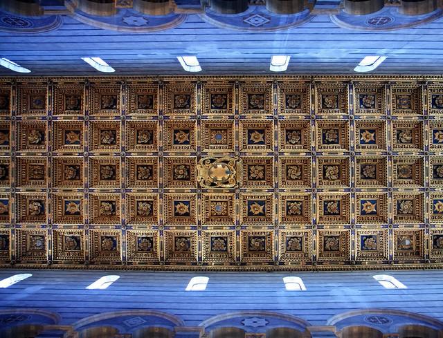 Vista del techo del Duomo de Pisa. Italia.
