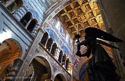 Interior de la catedral de Pisa, en la Plaza de los Milagros