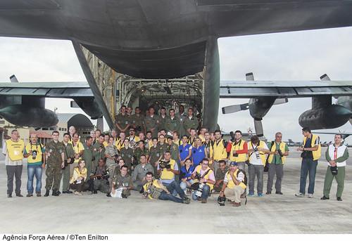 Fotógrafos e tripulação do C-130 no Media flight