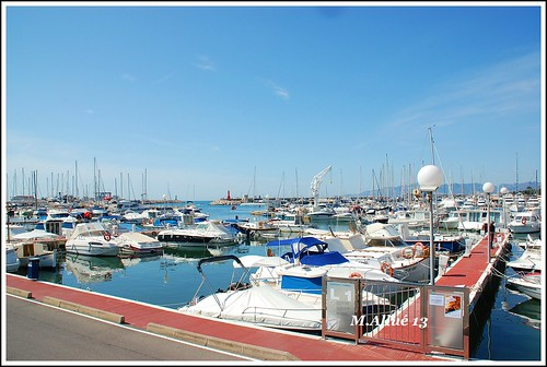 Puerto by Miguel Allué Aguilar