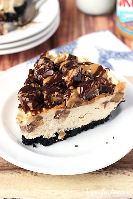 Mouthwatering Reese's Peanut Butter Cup Cheesecake. This EASY no-bake recipe is perfect for you!