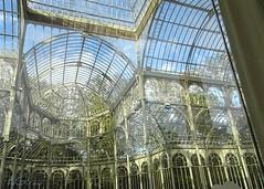 Pasaba por ahí... y vi un palacio de cristal... by AGirau ...