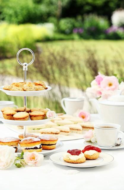 INGLISE KELLAVIIETEE: afternoon tea, üldvaade