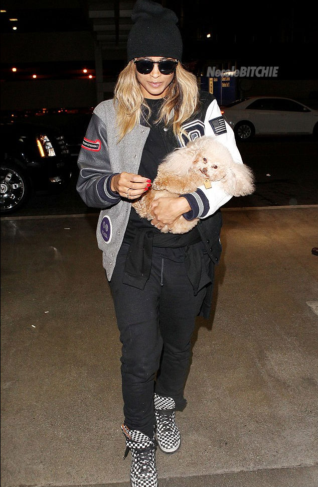 Ciara-arrives-at-the-airport-with-her-dog-Tyson