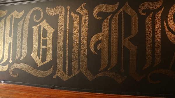 lettering sobre paredes