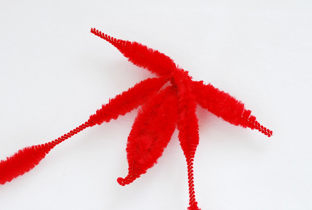 25 Crafts of Christmas // Pipe Cleaners