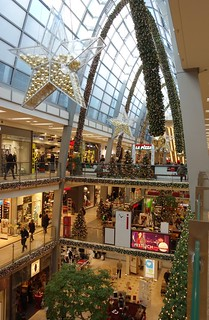 christmas decorated shopping center (3)