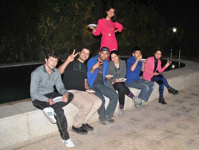 15 Fiesta y bailoteo en casa de Parisa en Shiraz (2)