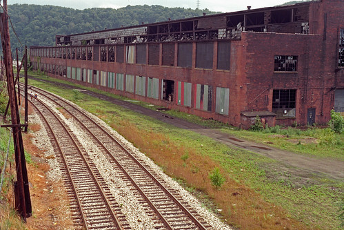 urban abandoned industry film analog 35mm industrial pittsburgh factory minolta decay minoltax700 traintracks warehouse scanned 1998 1990s urbanlandscape railroadtracks rustbelt hazelwood deterioration pittsburghpa colornegative hazelwoodpa