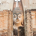 Image of Wat Si Chum near Ban Na. thailand 2013 asia southeastasia sukhothaihistorical park watsichum sukhothaihistoricalpark oldsukhothai december ประเทศไทย ราชอาณาจักรไทย สุโขทัย อุทยานประวัติศาสตร์สุโขทัย sukhothaimuangkao canonef70300mmf456lisusm buddha 泰国 watsrichum canon450d unescoworldheritagesite