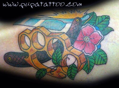 Tatuaje puño americano y navaja tradicional, Pupa Tattoo, Granada by Marzia PUPA Tattoo