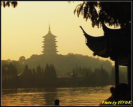 杭州 西湖 (其他景點) - 539 (西湖十景之 柳浪聞鶯 在這裡準備觀看 西湖十景的雷峰夕照 (雷峰塔日落景致)