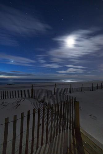 ocean moon beach dawn newjersey venus unitedstates nj lbi longbeachisland astrophotography nightsky atlanticocean oceancounty partlycloudy 2014 beachhaven canon6d rokinon14mm