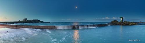 ocean blue panorama lune sunrise landscape nikon bretagne reflet hour château phare moonset matin bzh finistère atlantique thebluehour trévignon heurebleue coucherdelune leefilters d7100 tregunc