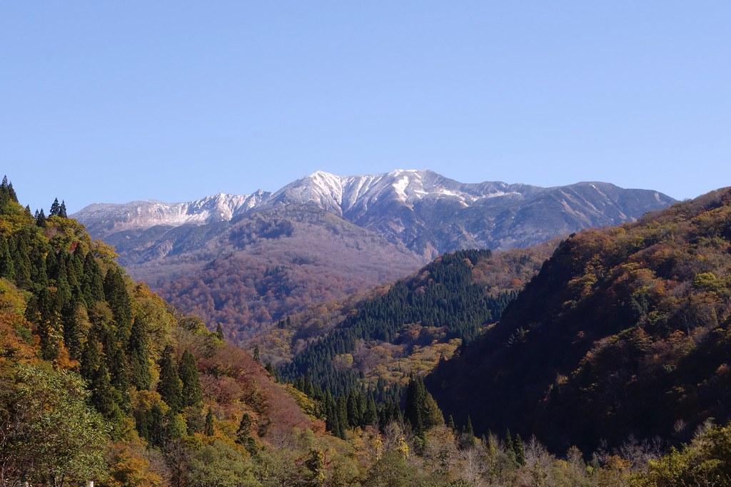 白山初冠雪