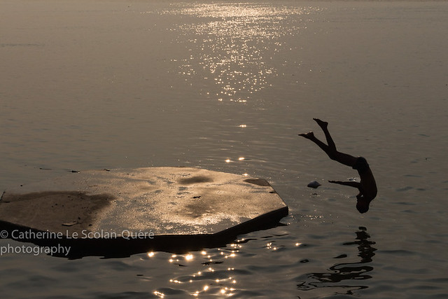 DIVING IN GANGA. Varanasi