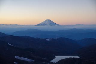 雲が払われて富士が綺麗に現る@雷岩
