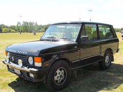 automobile(1.0), automotive exterior(1.0), range rover(1.0), sport utility vehicle(1.0), first generation range rover(1.0), family car(1.0), vehicle(1.0), compact sport utility vehicle(1.0), land vehicle(1.0),