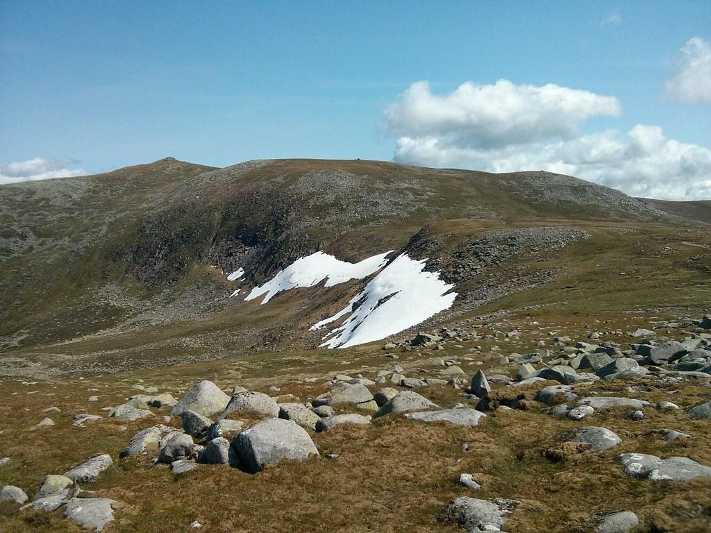 Across Coire nan Eun to Lochnagar