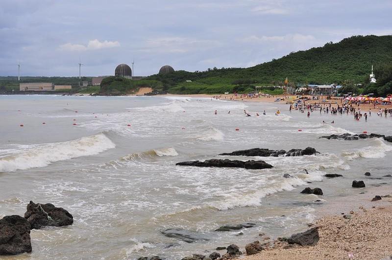 墾丁沿岸開發後造成大雨過後海水混濁,影響珊瑚的生存