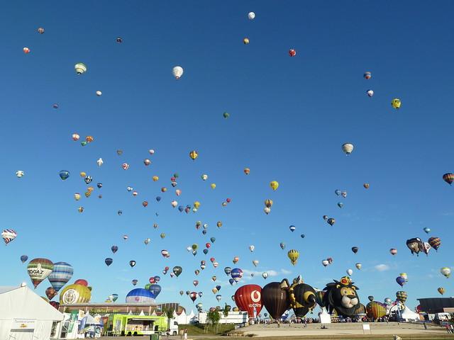 Envol de 408 ballons, record mondial