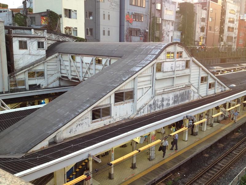 御茶ノ水駅の跨線橋 by haruhiko_iyota