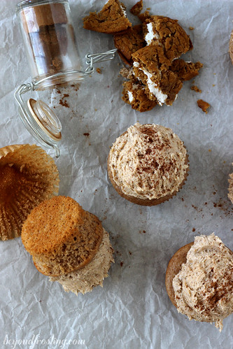 Brown Sugar Spice Cupcakes with Oatmeal Cream Pie Frosting | beyondfrosting.com | #cupcakes #oatmealcreampie #marshmallow