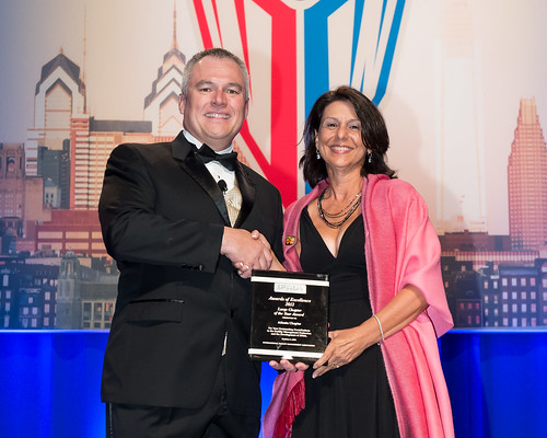 Annette Gorelick Accepts the 2013 Large Chapter of the Year Award from IFMA CEO, Tony Keane