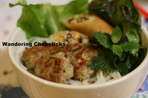 Nem Nuong Hanh La (Vietnamese Grilled Pork Patties with Scallions) 2