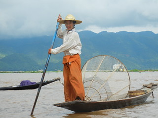 Inle fisherman with cone net 2