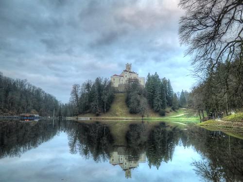 lake reflection castle canon hdr s100 dvorac trakoscan
