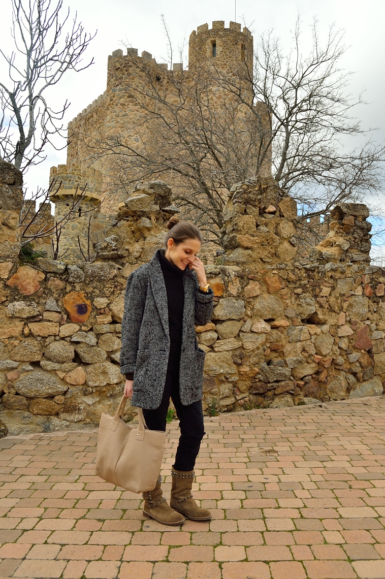 lara-vazquez-madlula-blog-black-outfit-all-terrain-boots