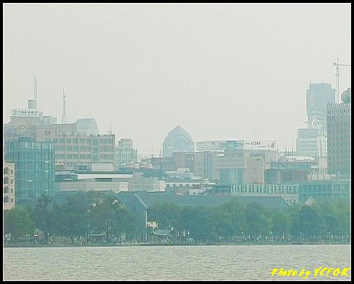 杭州 西湖 (其他景點) - 133 (從白堤上看湖濱路湖畔及市區)