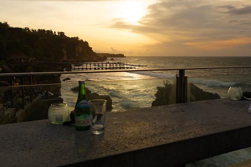 sunset bali beach rock bar indonesia 日落 ayana 海边 太阳 沙滩 巴厘岛 印度尼西亚 悬崖 日暮 阿雅娜 岩石吧