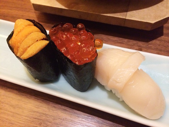 Sushi (uni, salmon roe and scallop), Keyaki, Pan Pacific Hotel